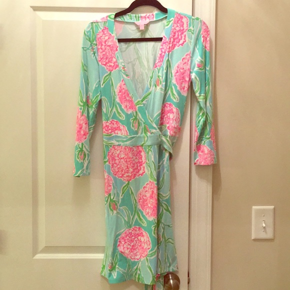 529fcce6d8d738 Lilly Pulitzer Dresses & Skirts - Lilly Pulitzer Going stag meridian wrap  dress M